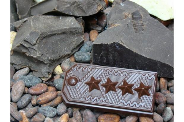 Горький шоколад для мужчины в виде погона генерала армии, ручной работы