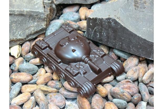 Натуральный шоколад ручной работы в виде танка купить в нашем магазине в Москве